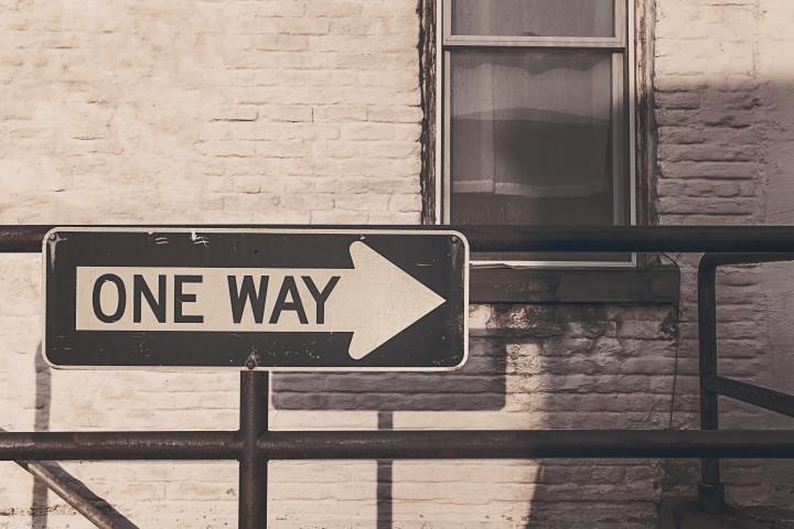drogowskaz wskazujący drogę