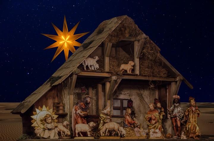 stajenka bożonarodzeniawa z Maryją, józefem i małym Dzieciątkiem
