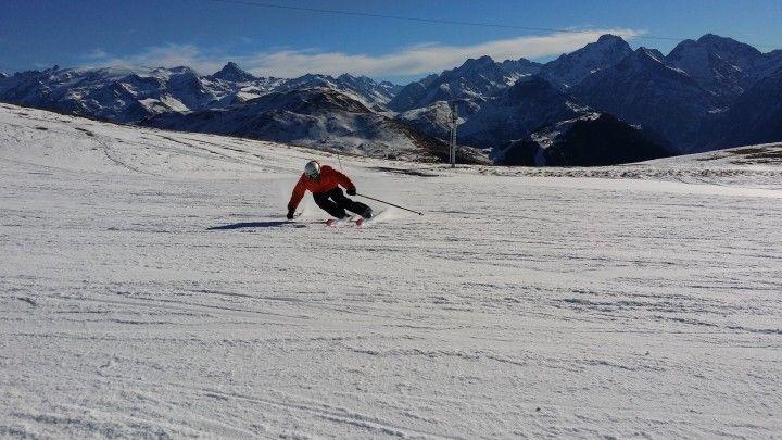 narciarz zjezdzajacy ze stoku