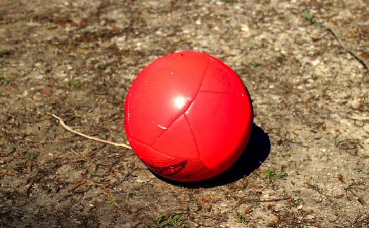 czerwona piłka
