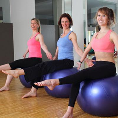 ćwiczenia grupowe dla kobiet na piłce