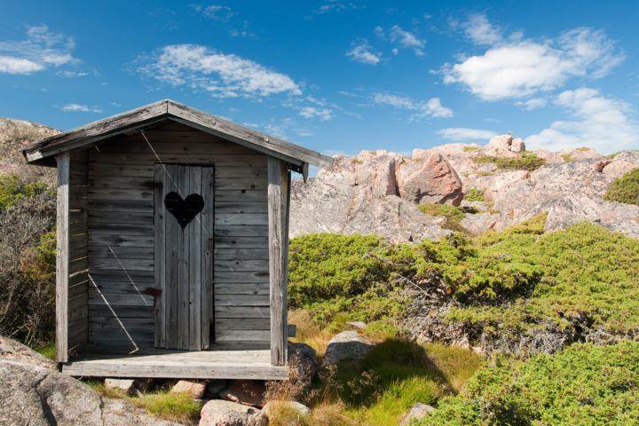 drewniane WC w górach