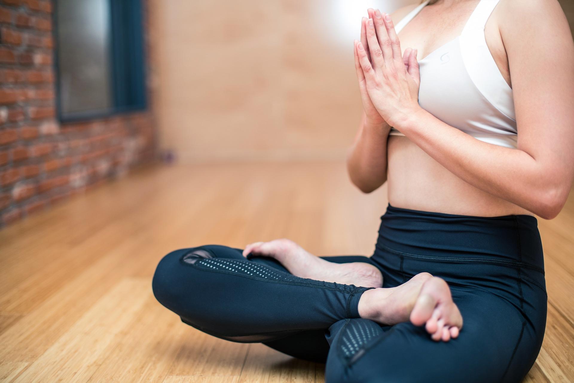 joga i ćwiczenie mięśni brzucha