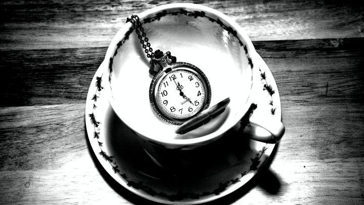 filizanka na herbate z zegarkiem