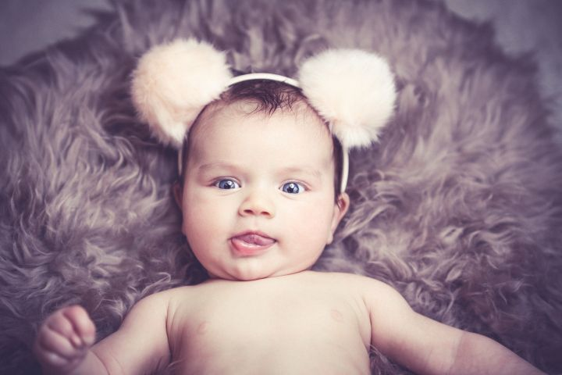 niemowlę przebrane za króliczka