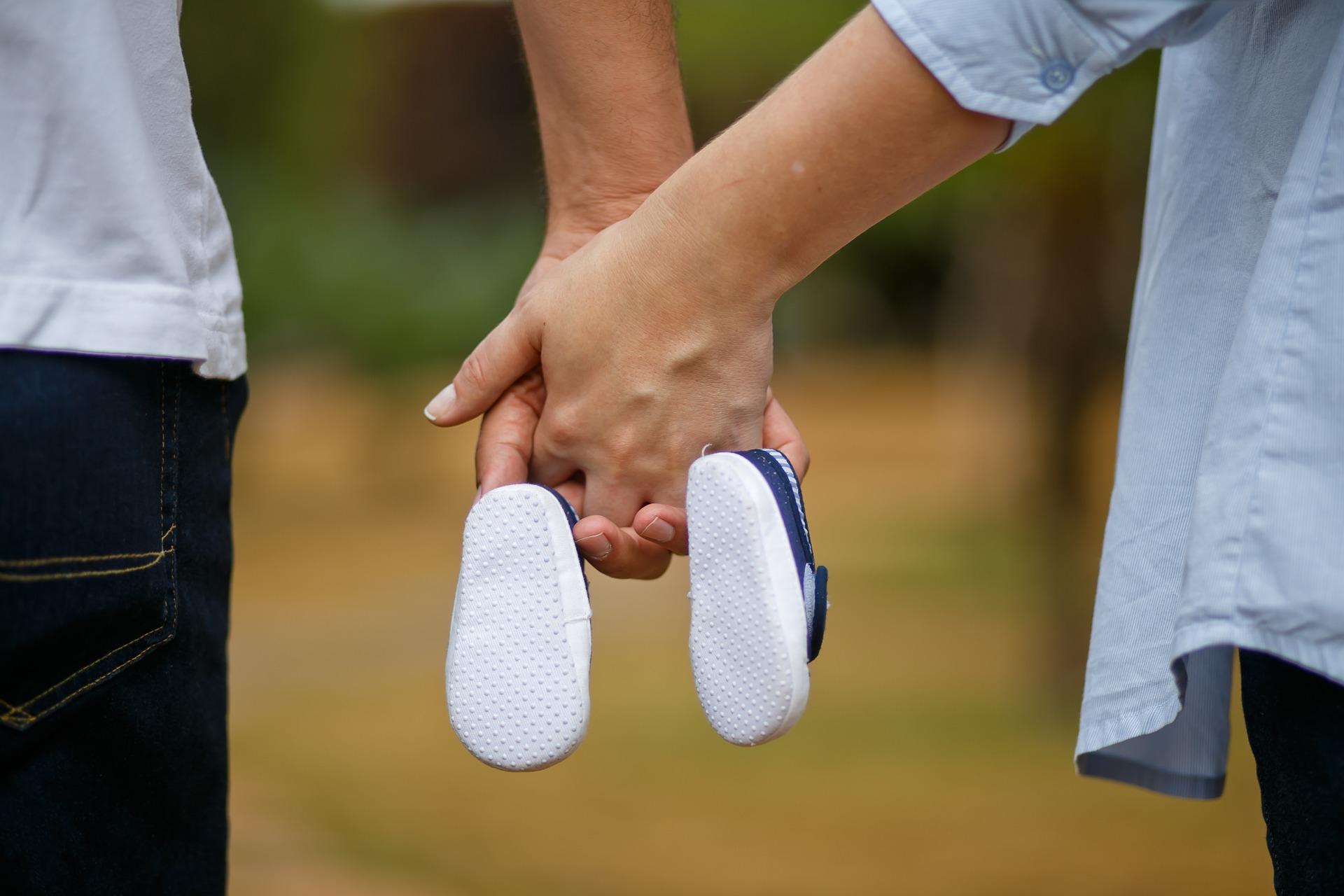 kobieta i mężczyzna w oczekiwaniu na dziecko
